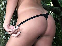 Cute tranny babe Kamila Smith jerking herself off outdoors