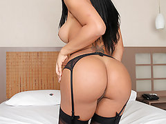 The sexy transsexual Alessandra Ribeira gets called in for some sexual bangin!